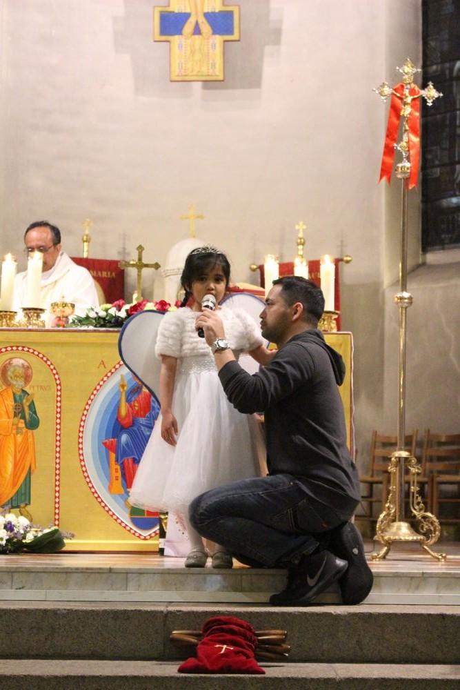 Belle på 5 år sang Ave Maria