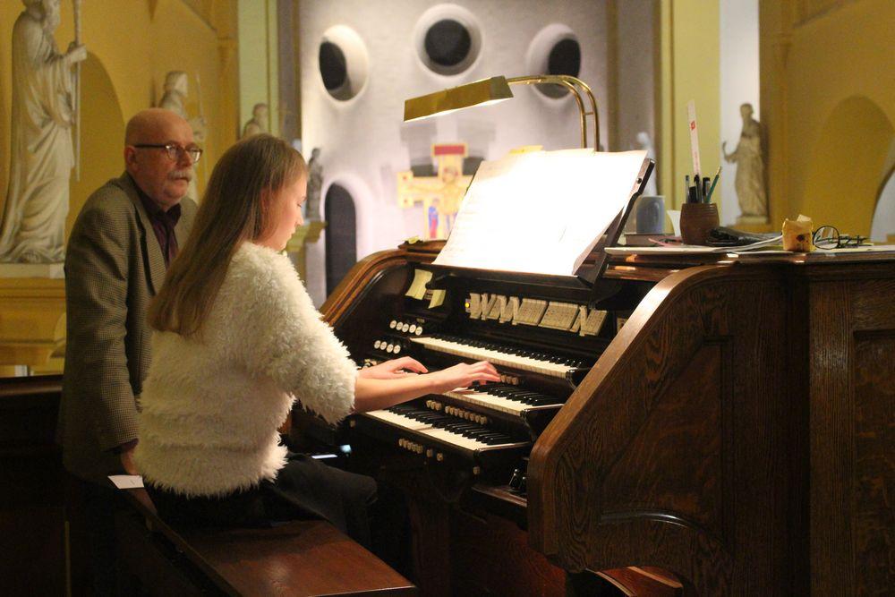 Mila spille på konserten Fredag kveld