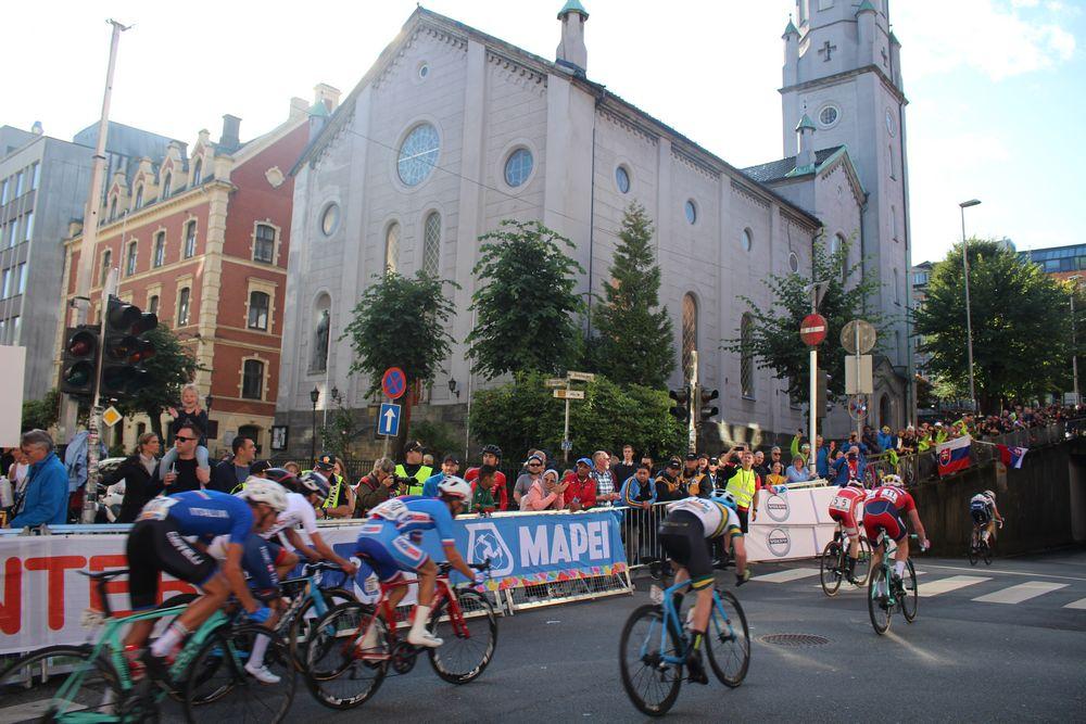 Fellesstart menn junior lørdag passerer kirken